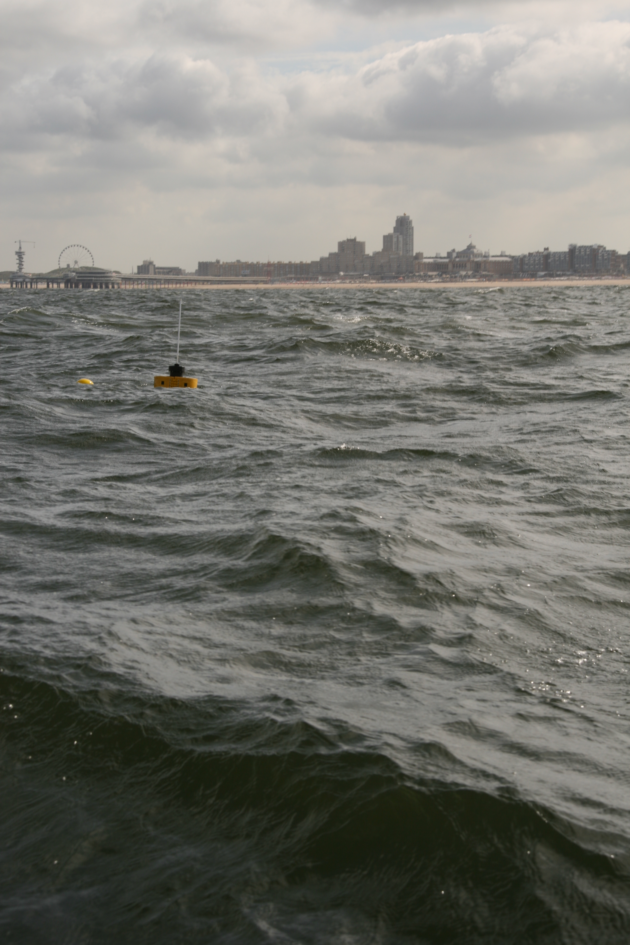 Measuring the waves with a smartphone